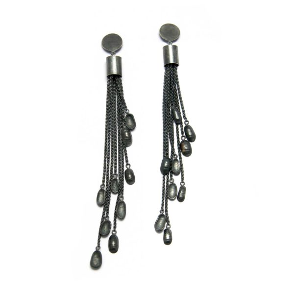 long chain earrings in oxidized silver with little mussels at the end